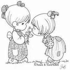 Infantil: niñas oliendo una flor