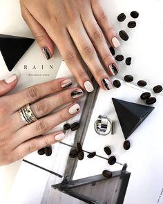 Transparent manicure gel-varnish with fashionable drawings Diy Manicure, Diy Nails, Nails 2017, Nail Tattoo, Finger, Minimalist Nails, Stylish Nails, Nail Tutorials, Perfect Nails