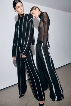 Sally LaPointe Pre-Fall 2019 Collection – Vogue Source by frauen_mode Women's Runway Fashion, Fashion Mode, Fashion Outfits, Fashion Tips, Fashion Trends, Fashion Videos, Fashion Quotes, Estilo Fashion, Ideias Fashion