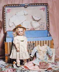 I love dolls with trunks,  wish they still sold them this way