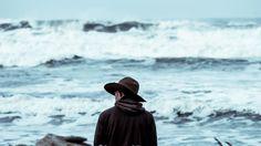 Todos tenemos pequeños malos hábitos que influyen de forma negativa en nuestro bienestar. Puede que no les demos importancia, pero darse cuenta de ellos es esencial si queremos contribuir a nuestra propia felicidad. Estos hábitos tóxicos aumentan el riesgo de padecer patologías más graves, como depresión y ansiedad, destruyendo nuestra motivación y nuestra autoestima. A continuación describiremos 10 malos hábitos que están empeorando tu salud mental. #autoestima #depresión #salud #psicología