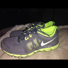 Woman Nike Duel Fusion size 7.5 m preowned nice Woman Nike Duel Fusion size 7.5 m preowned nice Nike Shoes Sneakers