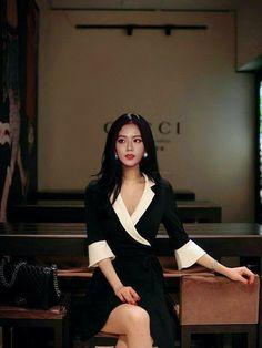 Blackpink Fashion, Korean Fashion, Fashion Outfits, Asian Woman, Asian Girl, Black Pink ジス, Blackpink Photos, How To Pose, Blackpink Jisoo