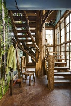 THIS is how tree branch elements should be incorporated into a home, as if they were a part of it. Fantastic.