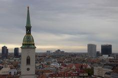 Schon mal die wunderschöne slowakische Hauptstadt Bratislava besucht? Nein?! Hier geht's zu wertvollen Tipps und Eindrücken! :) Bratislava, Empire State Building, Paris Skyline, Travel, Day Trips, World, Viajes, Tips, Nice Asses