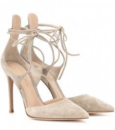 Mary Jane scamosciate Gianvito Rossi - Mary Jane scamosciate dalla collezione di scarpe Gianvito Rossi primavera estate 2016.