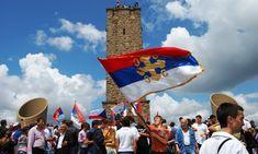 Данас је Видовдан  У Србији се низом манифестација обележаван Видовдан, који је у новијој историји повезан са Косовским бојем и страдањем свих оних који су у ратовима дали живот за отаџбину. За Видовдан се у црквама обављају помени за све пострадале у ратовима. �