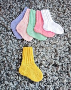 Strumpor | Marks & Kattens Baby Mittens Knitting Pattern, Crochet Socks Pattern, Knitting Socks, Knitting Patterns Free, Free Knitting, Knit Crochet, Crochet Patterns, Baby Barn, Textiles