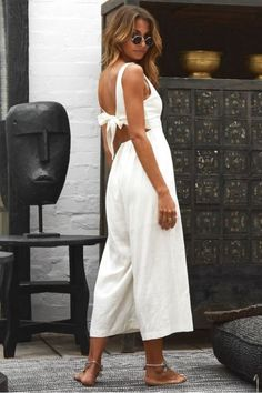 White outfits are in style this summer! Here is our list of all of the fashionable white outfits you can wear when it gets hot! White Summer Outfits, Black Dress Outfits, All White Outfit, White Dress Summer, Classy Outfits, Casual Dresses, Outfit Summer, All White Clothes, White Outfit Party