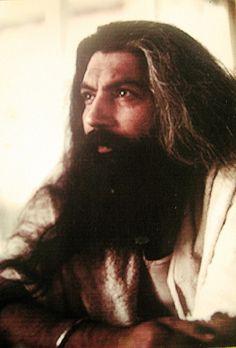 """""""A vida é um presente. E um presente é um presente, seja ele bom ou ruim. Não se pode comprar a vida, não se pode vendê-la, não se pode fazer nada com ela - é um presente. Quando você coloca preço no presente, desencadeia a sua tragédia; em seguida vem o desconforto e a queda. Ninguém quer colocar preço num presente. Ao contrário, quando damos um presente nós retiramos a etiqueta. Um presente vem sempre do coração, não da cabeça""""  SSS Yogi Bhajan"""