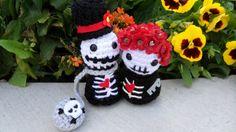 """""""Ball & Chain"""" Amigurumi Skull Couple"""