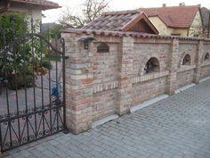 Bontott tégla kerítés Romantic Home Decor, Romantic Homes, Compound Wall, Boundary Walls, Wall Exterior, Brick Fence, Castle Wall, Small Garden Design, Backyard Fences