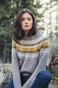 Ravelry: Varde rundfelt damegenser pattern by Rauma Designs Fair Isle Knitting Patterns, Sweater Knitting Patterns, Jules Supervielle, Ravelry, Nordic Sweater, Dere, Sweater Design, Girls Sweaters, Knit Sweaters