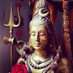 हर हर महादेव - जय भोलेनाथ - ॐ नमः शिवाय ।। ॐ त्र्यम्बकम् यजामहे सुगन्धिम् पुष्टिवर्धनम् । उर्वारुकमिव बन्धनान् मृत्योर्मुक्षीय मामृतात ।।