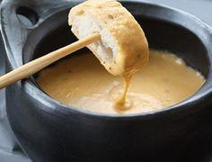 La fondue de queso es una delas más populares.