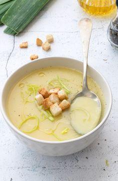 Cream of leek and potatoes, recipe Leek And Potato Recipes, Veg Recipes, Vegetarian Recipes, Cena Light, Food Porn, Chowder Recipes, Comfort Food, Gazpacho, Food Humor