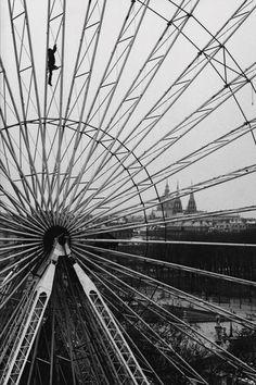 indubio:  Paris 1985 Photo: Martine Franck