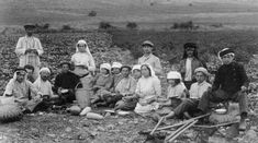 Second aliyah Pioneers in Migdal 1912 in kuffiyeh - Amants de Sion — Wikipédia