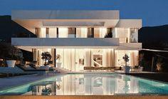 Casa toda branca com planta - arquitetura e decoração minimalista maravilhosas! - DecorSalteado