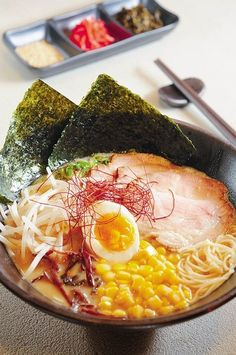 Ramen Only a picture but a great presentation, shows off your delicious bowl of goodness. Japanese Dishes, Japanese Food, Japanese Ramen, Bento, Asian Recipes, Healthy Recipes, Good Food, Yummy Food, Snack