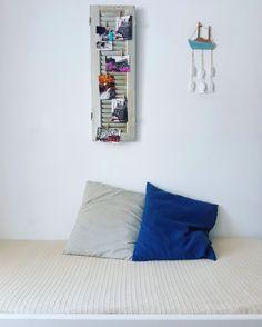 Summer colors...☉👏 Handmade decoration...⛵ Family apartment (first floor) 👨👩👧👦 🌎 www.angelosalonissos.com #angelos_apartments #alonissos #sporades #greece #summer2017 #shutter #pillows #decoration