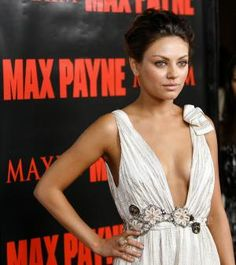 Eye Don't Believe It! These Celebs Have Different-Colored Eyes Mila Kunis Pics, Mila Kunis Style, Beautiful Celebrities, Beautiful People, Different Colored Eyes, Max Payne, Hair Photo, Famous Faces, Super