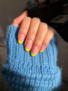 French mani with a ~twist~ Oval Acrylic Nails, French Tip Acrylic Nails, Almond Acrylic Nails, Short French Tip Nails, Almond Nails Pink, Short Oval Nails, French Manicure With A Twist, Cute Gel Nails, Funky Nails