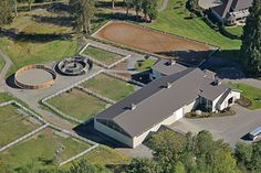 Tee shaped stable and riding arena - by Equine Facility Design