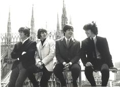 1b79d33bff4 The Beatles in front of the Duomo-Milan