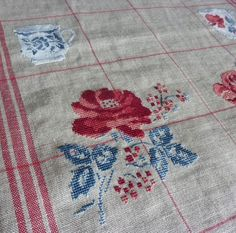 Des fleurs ... Digoin ! Romantic Roses, Le Point, Deco, Cross Stitching, Cross Stitch Patterns, Needlework, Shabby Chic, Quilts, Embroidery