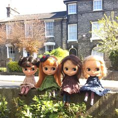 """""""We Kenner girls go back a long long way, who would have thought we'd be sitting here today!"""" #kennerblythe  #sqeakymonkey #moshimoshi #townhouse  #vintage  #bestfriends  #kawaii  #sunshine"""