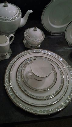 Prouna USA 's Nights Bridge collection is blindingly bedazzled! Dinner Sets, Decoration Table, Fine Dining, Kitchen Decor, Tea Cups, Table Settings, Place Settings, Sweet Home, Dining Room