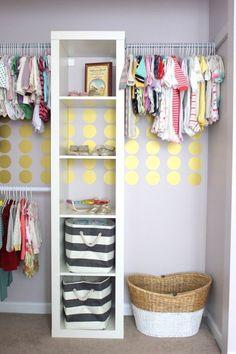 Entdecken Sie kreative Ikea Hacks und PImps für Ihre Ikea Garderobe und bringen Sie Ordnung und mehr Platz für Ihre Kleider!