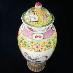 Chinese #chineseporcelain #chineseart #porcelain #antiqueporcelain #porcelainart #asianart #antiquedealer #artcollectors #collectors #artappreciation #loveart #antique #ceramics #oldstuff #chorusbotha #vase #yellowvase #handpainted