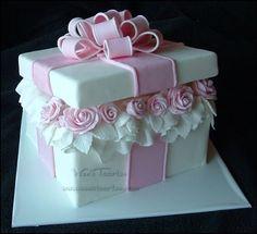 "Pretty white; pink roses; ""gift box"" cake *[Wen's Taarten]"
