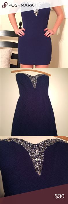 Navy Blue Formal Bodycon Dress Bodycon, Size 0, Perfect for homecomings, sorority formals, parties, sweet 16's, etc. Zips in back. Dresses Prom