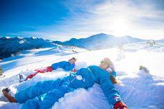 """Auch im Winter 2019/20 wird es in allen fünf Ski amadé Regionen eine spezielle Angebotswoche für Kinder geben. Die so genannte """"Mini's Week"""" ist für Familien mit Kleinkindern gedacht, beinhaltet ein umfangreiches Programm der Skischulen und kann zwischen dem 11. und 25. Januar 2020 gebucht werden. Winter Holiday Destinations, Ski Packages, Family Ski, Top Ski, Best Skis, Ski Holidays, Alps, Mount Everest, Skiing"""