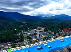 Plan for a fun-filled day of shopping these Gatlinburg malls. With a focus on mountain culture, these shopping centers will delight the whole family. #travel #itrip #vacationrentals #shopping