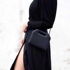 Close up on details http://ift.tt/1TjsSjO #minimal #monochrome #black #allblack #foibag #leathergoods #bnkr #bnkrlove #skirt #allblackeverything #blackandwhite by mesmerize_fashion #tailrs