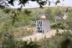 "Arquitetura en piedra natural: ""Schaap House"": Una vivienda en forma de torre rectangular recubierta con pizarra"