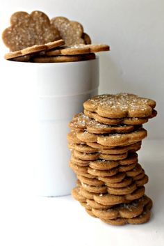 Cinnamon Snap Cookies, full of warming spices and a crunchy snap, are great for snacking or dunking!| www.themondaybox.com