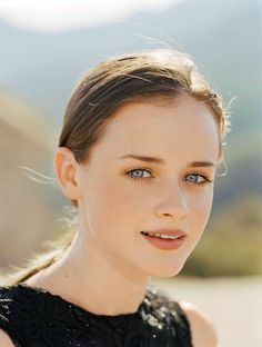 Various photoshoots of the beautiful-gorgeous-stunning Alexis Bledel. We miss the 'Gilmore Girls' so much. Cabelo Rory Gilmore, Alexis Bledel, Beautiful Gorgeous, Beautiful Redhead, Gilmore Girls, Celebs, Celebrities, Actress Photos, Beautiful Actresses