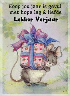 Mouse with gift, Lisi Martin save by Antonella B. Birthday Greetings, Birthday Wishes, Maus Illustration, Mouse Pictures, Cute Mouse, Happy Birthday Images, Penny Black, Digi Stamps, Cute Images