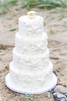 #Strand #Hochzeit #Ostsee #Lübecker_Bucht #Hochzeitskonzept #Trauung_Strand #Christina_Eduard_Photography  #Tischdeko #Torte