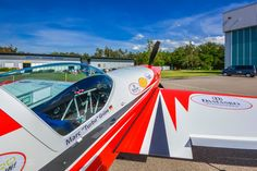 """EXTRA 330SC - Mademoiselle """"Evi - Die rote Baronin"""" Guinness, World Records, Spinning, Train, Flat, Design, Airplanes, Art, Photos"""