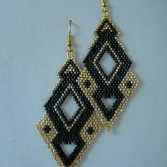 """Boucles d'oreilles en tissage brick stitch motif """"losanges raffinés"""" doré et noir"""