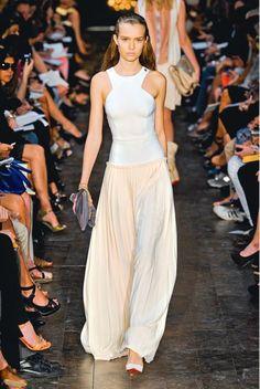 La jupe longue plissée (Victoria Beckham, PE 2012)