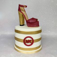 #michaelkors #shoecake #highheels #designershoecake #cakedesigner #cakeart #cakeforher #birthdaycake #bedfordshirecake Hoe Cakes, Michael Kors Shoes, Celebration Cakes, Cake Art, Birthday Cake, Beer, Tableware, Shower Cakes, Root Beer