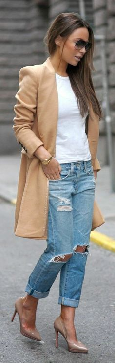 skinny boyfriend jeans beauty diy fashionista outfit look styling heels ripped torn jeans camel coat Fashion Mode, Look Fashion, Womens Fashion, Fashion Trends, Street Fashion, Fashion Heels, Fall Fashion, Fashion Outfits, Jeans Fashion