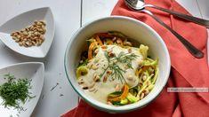 pasta van courgette en wortel, met venkelsaus, eindproduct in een kommetje met de saus